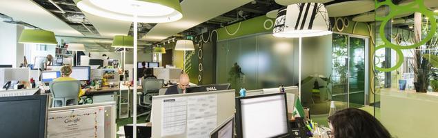 Jak stworzyć funkcjonalne biuro na planie otwartym? Planowanie akustyki biur open space