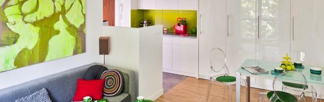 Kolorowe wyposażenie kuchni. Aranżacje kuchni z salonem