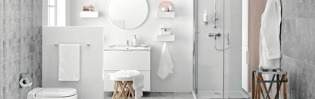 Łazienka – jasna czy ciemna? Dwa pomysły na aranżację łazienki